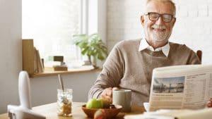 Entspannter Ruhestand am Frühstückstisch