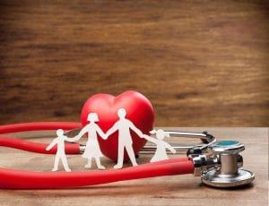 Gesundheitsversorgung Familie mit Stethoskop